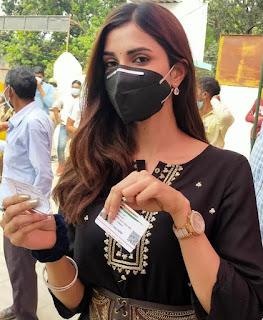 ग्लैमर गर्ल दीक्षा सिंह सहित कई दिग्गज महिलाओं ने डाला वोट | #NayaSaberaNetwork
