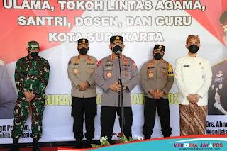 Kapolri di Dampingi Walikota Surakarta Tinjau Vaksinasi di Pendapi Gedhe Balaikota