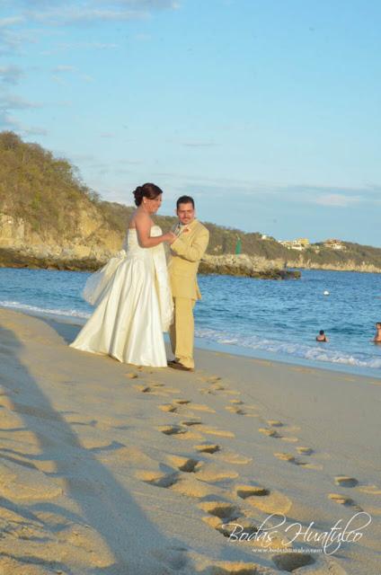 Bodas Huatulco, Nadia y Marcoboda en playa, beach wedding, Oaxaca, México, Bodas Huatulco, Wedding Planner