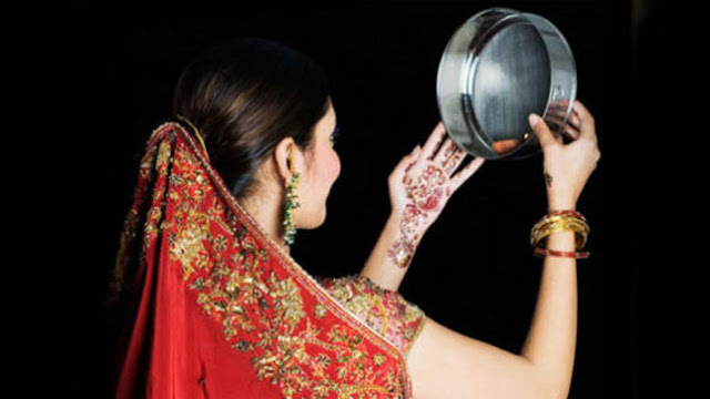 karwa chauth image in saree with moon