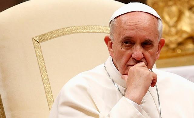 Vaticano proíbe a bênção da união gay e diz que Deus 'não pode abençoar o pecado'