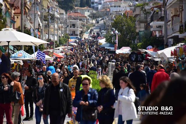 Πλήθος κόσμου στην εμποροπανήγυρη της Ευαγγελίστριας στο Ναύπλιο