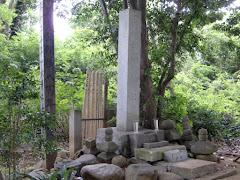 岡崎義実の墓