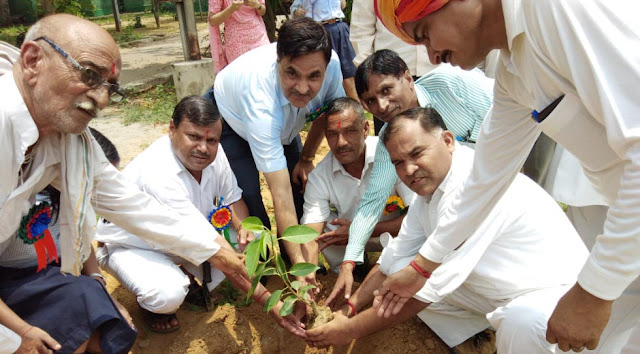 Planting under 'Ich One Plant One' program in Jawahar Navodaya Vidyalaya, Huluka