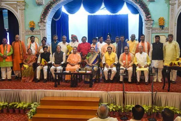 योगी सरकार का पहला कैबिनेट विस्तार, 23 मंत्रियों ने ली शपथ