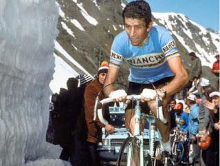 Felice Gimondi in salita con la Bianchi al Giro d'Italia 1977
