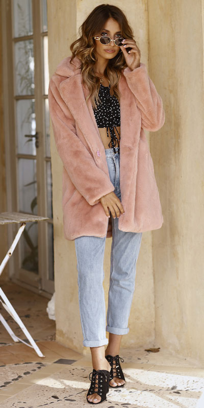 26 Charming Fall Outfits for College Girls. All Casual Fall Wear Every Girl Who Goes to College Will Love. High School Fashion +Teen Outfits via higiggle.com |fur coat outfits | #falloutfits #college #teenoutfits #coat