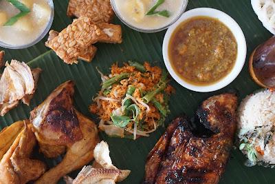 Ayam goreng dan Ikan Bakar paket Ngeliwet Canopy Center