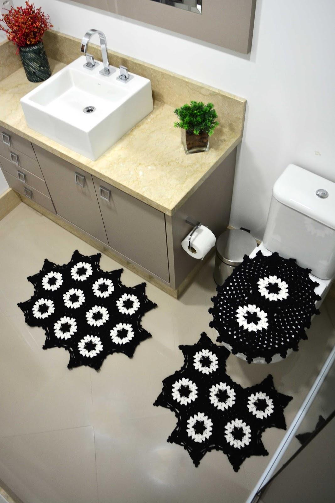 Jogo de Banheiro Preto e Branco em Crochê ~ Armarinho São José #3D6A24 1067 1600