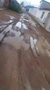 Moradores reclamam da lama causada por falta de pavimentação em Ruas de Potengi
