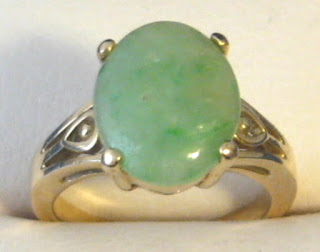 https://timewasantiques.net/products/ring-14k-gold-natural-jadeite-chinese-apple-green-3-carats-vintage-1970s-oval-genuine-jade