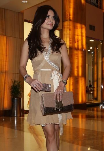 Koleksi Foto Sensual Cantik Cut Tari Artis Sinetron, Model Bintang Film Porno Mesum | www.insight-zone.com