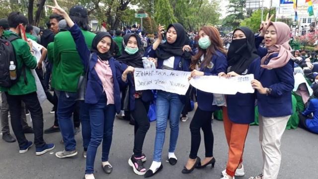 """Ujung Nasib 6 Mahasiswi Univ Islam yang Demo """"Zin*hi Saja Aku"""""""