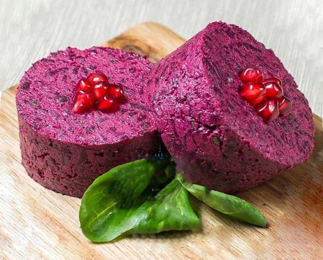 Пхали ( мхали) - салат, приготовленный из основного овоща и заправки. Основной овощ составляет 90% блюда. Для приготовления мхали используют капусту, свеклу, шпинат, сладкий перец, зеленый и репчатый лук.