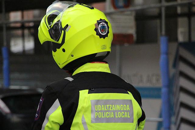 Agente de policía de la unidad de motos