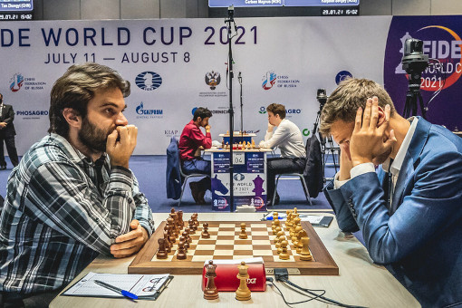 Le joueur d'échecs américain Sam Shankland (2709) face au grand-maître russe Sergey Karjakin (2757) - Photo © Anastasia Korolkova