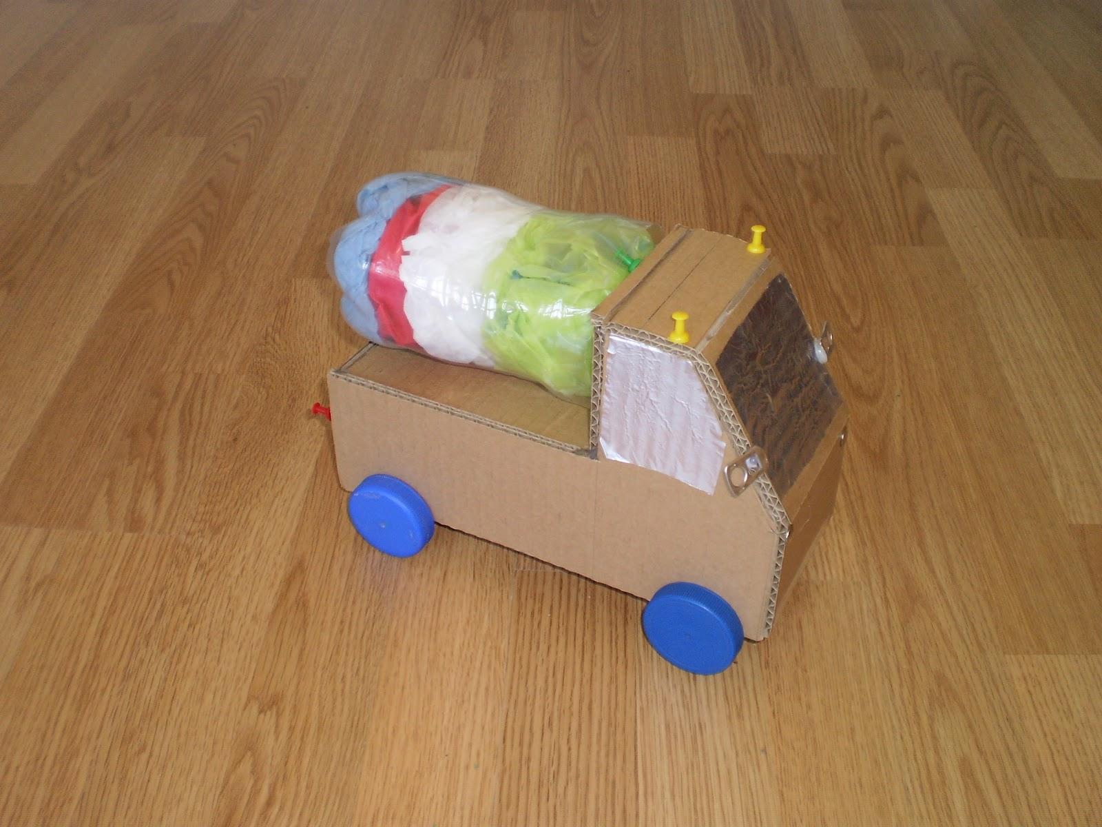 Plastycznie i ekologicznie - drugie życie śmiecia: października 2011