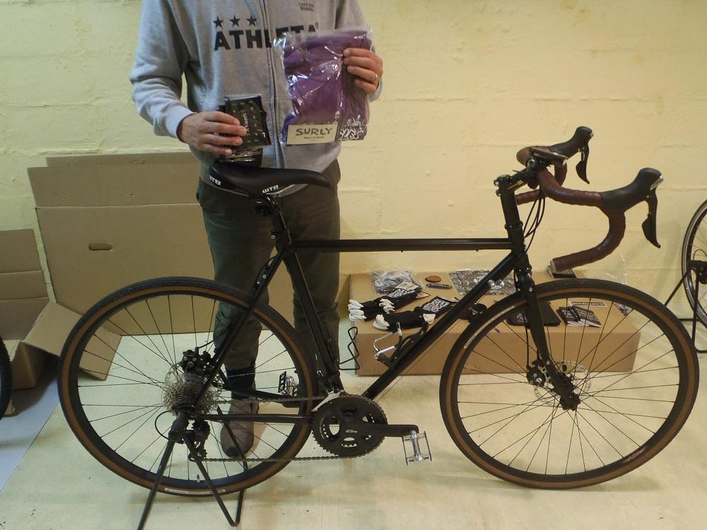 自転車見聞店: 【STRAGGLER】のお客様へTシャツを贈呈しました!!