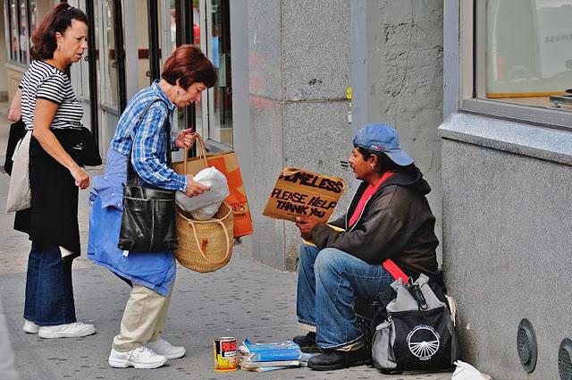 Homeless%2BA%2Bwoman%2Bgiving%2Ba%2Bhomeless%2Bman%2Bfood%2Bin%2BNew%2BYork%2BCity%2B%25282008%2529