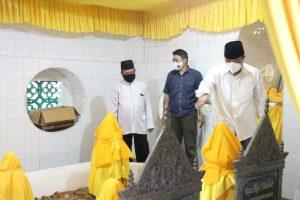 Pjs Gubernur Bersama Sekdaprov dan Unsur FKPD Kepri Ziarah ke Makam Pahlawan Nasional Raja Ali Haji di Penyengat