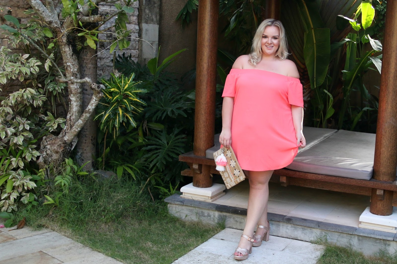 Happy girls are the prettiest. Yours Clothing Plus Size blogger.