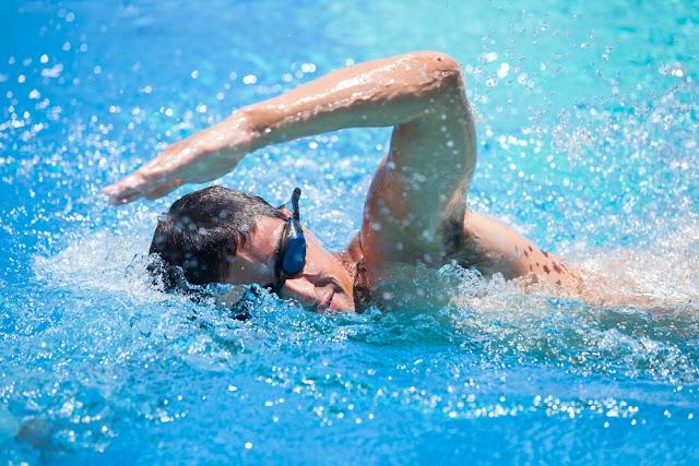 Lakukan Dulu 2 Hal Berikut Sebelum Berenang Agar Tidak Kram Kaki
