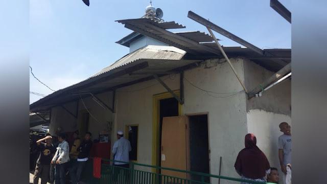 Melihat Mushola yang Tak Terbakar saat Api Hanguskan 400 Rumah Warga