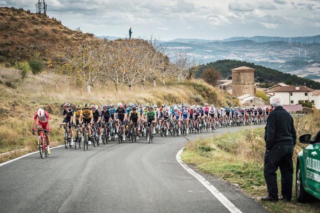 Ciclistas durante a Volta da Espanha (La Vuelta) de 2020 - Foto: La Vuelta / Facebook