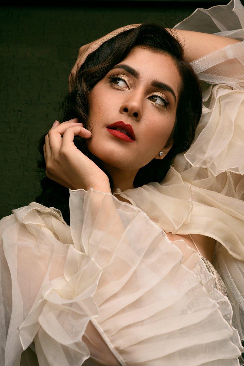 Bollywood Actress RaashiKhanna HotPhotos MakeUp BeautyTips Fashion WallPapers Biography Wikipedia MoviesList VideoSongs Photoshoots