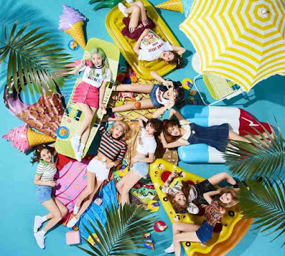 "TWICE ""HAPPY HAPPY"" and ""Breakthrough"" MV Secara Simultan Merilis Konsep Kontradiktif"