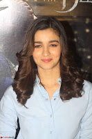 Alia Bhatt in Denim and jeans with NGO Kids 13.JPG