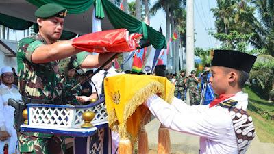 "Pangdivif 2 Kostrad Pimpin Upacara Peringatan Hari Santri Tahun 2019 Di Ponpes  An - Nur 2 ""Al - Murtadlo"" Bululawang, Malang"