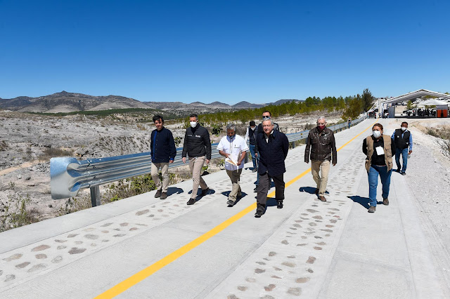 Presidente inaugura camino rural de San Mateo Tlapiltepec en Oaxaca