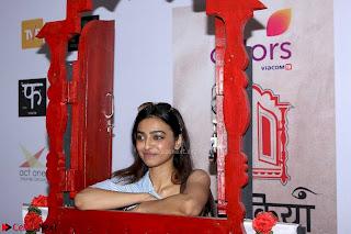 Radhika Apte At Colours Khidkiyaan Theatre Festival 2017 02.jpg