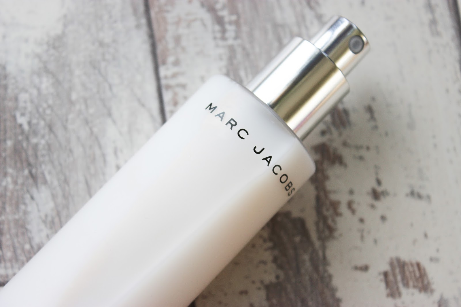 90a1d9b1ebc5 JOHN LEWIS MARC JACOBS RE(COVER) PERFECTING COCONUT SETTING MIST MARC JACOBS  DEW DROPS ...