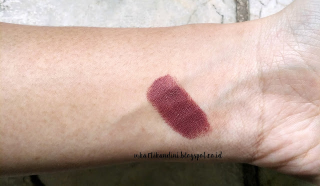 review wet n wild Megalast Lipstick