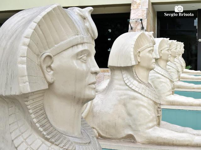 Fotocomposição com as esculturas da entrada da Loja Rosacruz São Paulo Amorc - São Paulo
