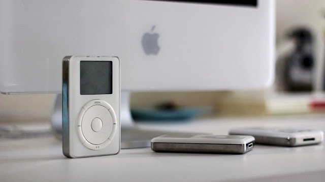 Apple iPods and a Mac G5