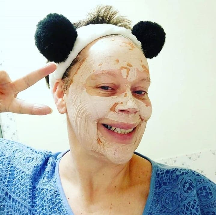 Peace signs and a fun black and white headband makes waiting for your facemask to dry go faster