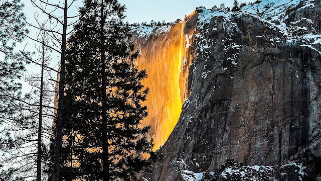 """""""Огненият водопад"""" - невероятното чудо на природата (ВИДЕО, СНИМКИ)"""