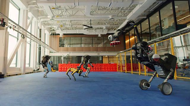 Boston Dynamics Robotlarının Dansçılara Taş Çıkartan Koreografisi [Video]