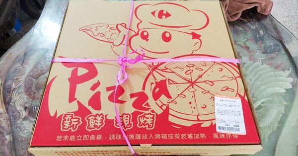 家樂福18吋現烤義式披薩只要299元,素食綠野青蔬披薩經濟實惠