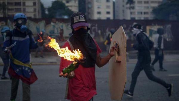 """Oposición venezolana llama a """"sacudir el país"""" tras anuncio de Asamblea Constituyente"""