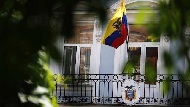 Renuncia el embajador de Ecuador en EE.UU. por los sobrevuelos de Washington en su país