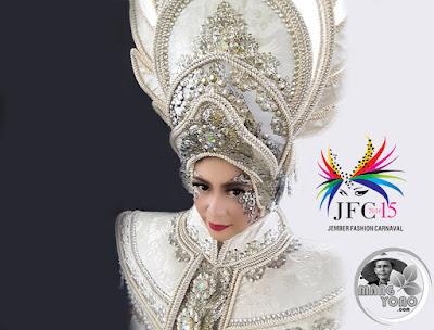 JEMBER Fashion Carnaval (JFC) ke-15 Tahun 2016. Foto dapet nyomot dari medsosnya Neng Chaca (Olive) Penari di Sanggar Tari DUTA SANTARINA. Batam, Riau Islands