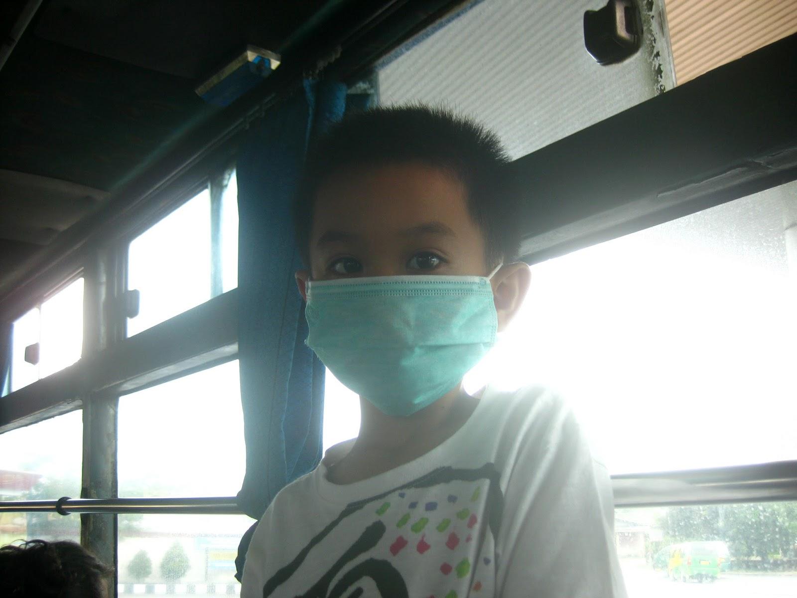 Menikmati perjalanan dengan bus umum