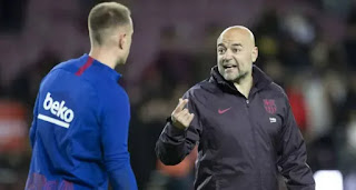 Barca's goalkeepers coach sent off for harsh words addressed at Granada staff