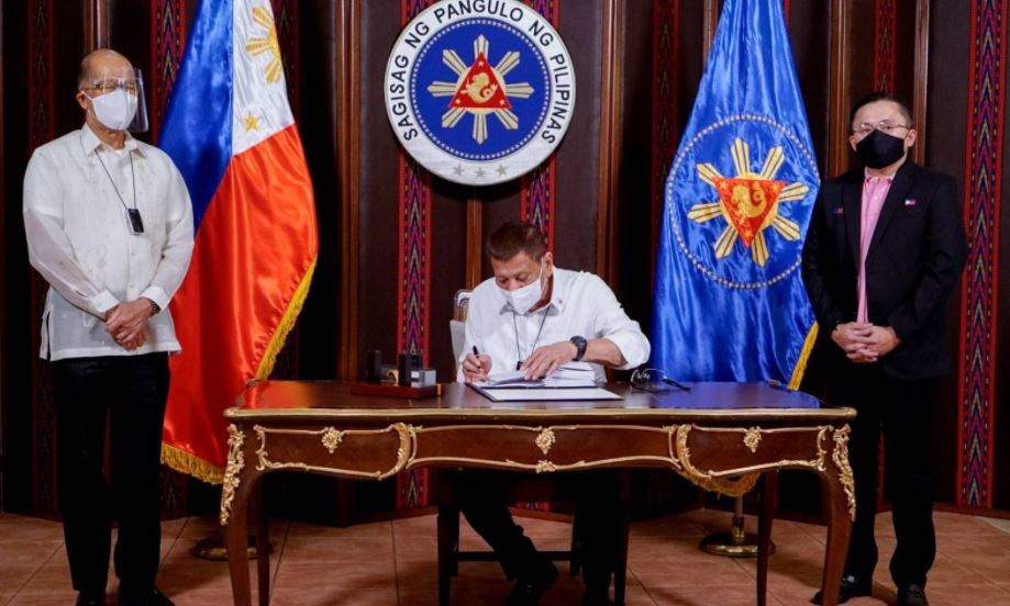 Duterte signs Php165.5-billion Bayanihan 2 law