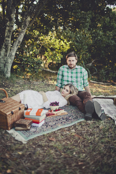 Engagement photo of a couple having a picnic in the park