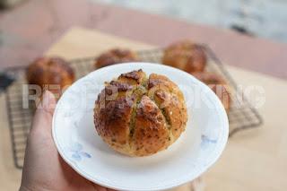 Recipe for Cream Cheese Garlic Bread
